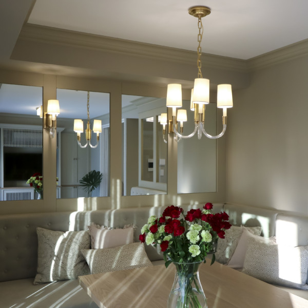 Dining Seat With Glass Partition